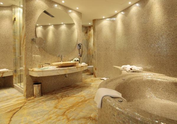 дизайн на баня с плочки мозайка