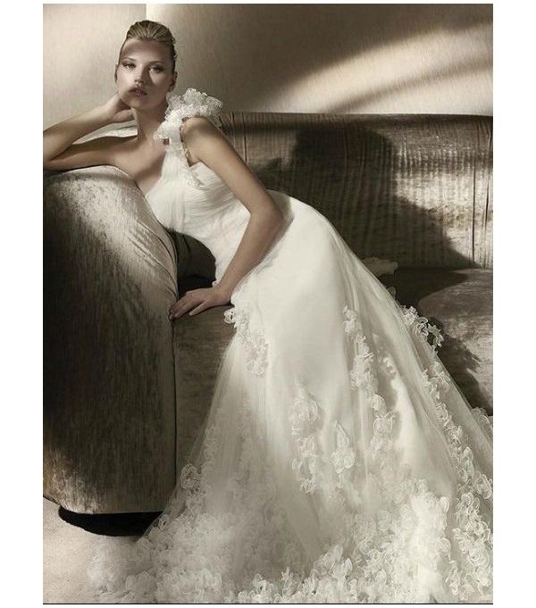 булчински рокли с една презрамка флорален акцент
