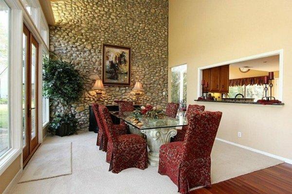 dekor stena trapezariq kamani interior stolove cherveni