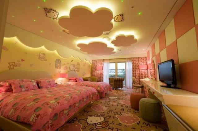 интериорен дизайн детска стая за момичета розово таван облаци