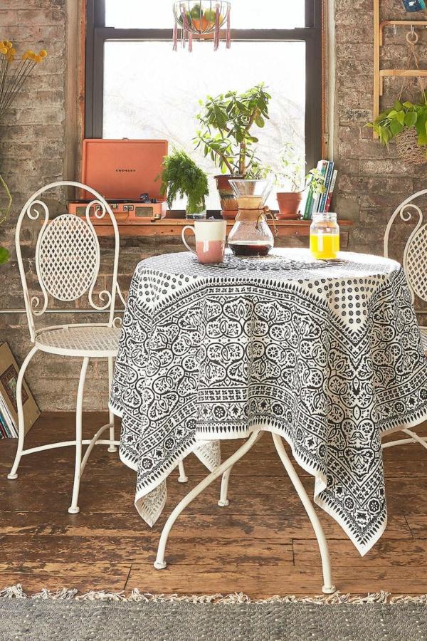eklektik stil trapezariq interior obzavejdane masa stolove