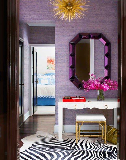 idei dizain koridor lilavo zebra kilim ogledalo