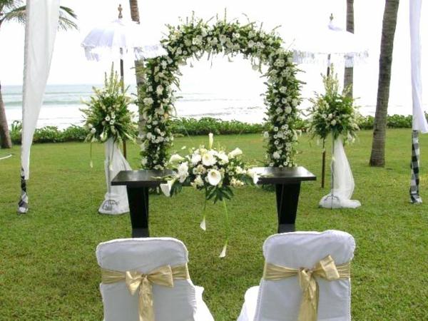 idei svatba dekoraciq cvetq pandelki