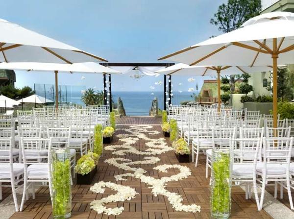 idei svatba dekoraciq plaj masi cvetq