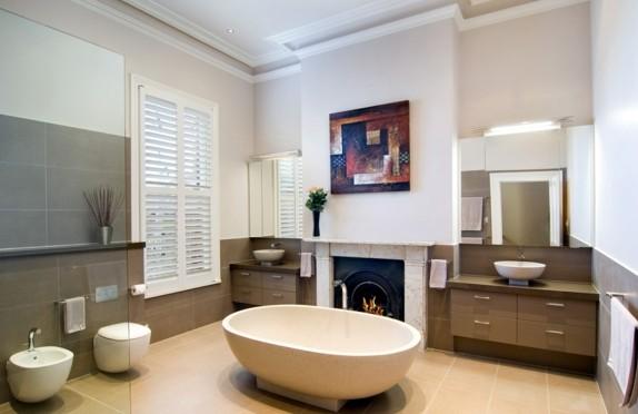 interior dizain banq viktorianski stil obzavejdane kamina vana