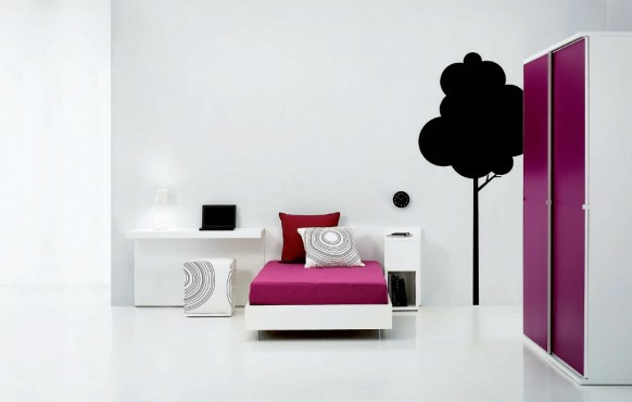 interior staq tineidjari obzavejdane leglo bqlo rozovo garderob