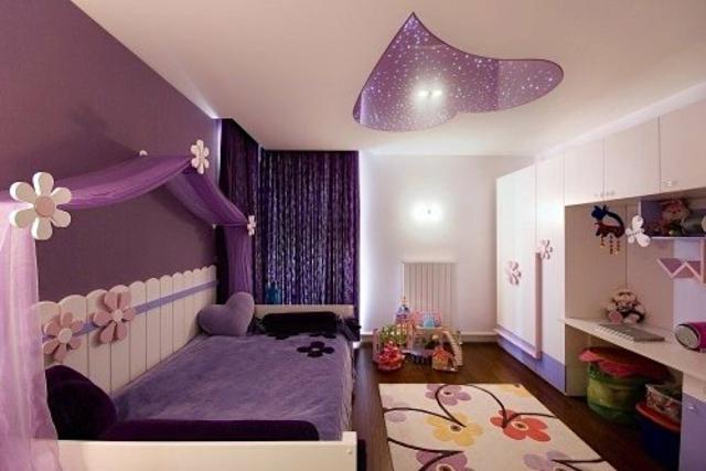 интериорен дизайн в детска стая момичета лилаво таван