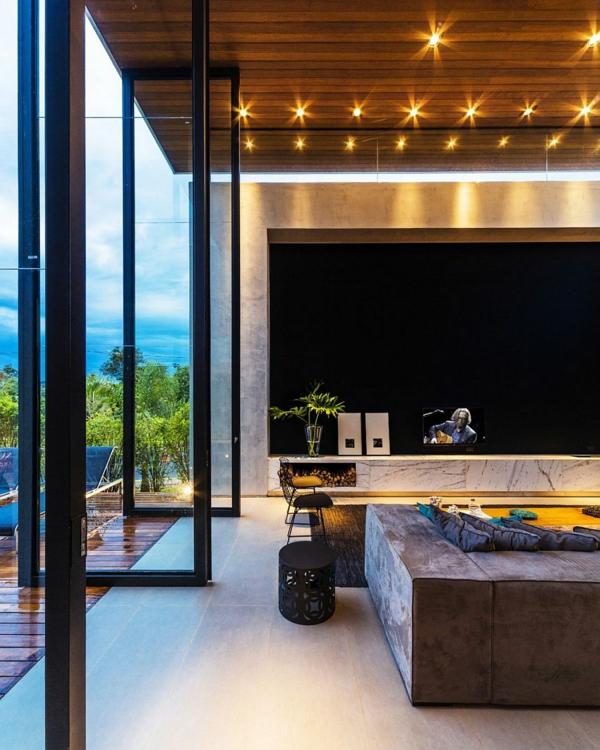 kashta moderna hol interior prozorci hol divan