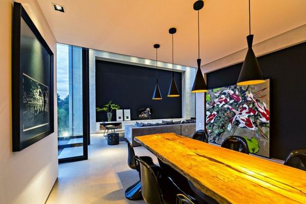 moderna kashta dva etaja interior trapezariq darvo masa obzavejdane kartini lampi