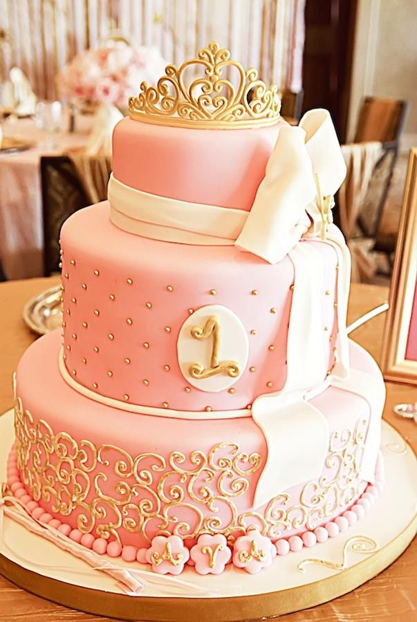 торта за първи рожден ден на момиченце розова с панделка