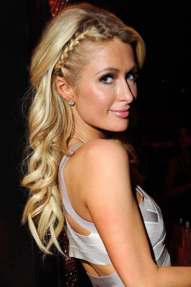 plitka pricheska dalga kosa Paris Hilton