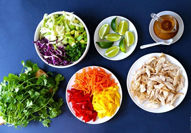 produkti salata pileshko meso zelenchuci