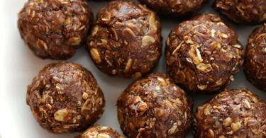 Рецепта за енергийни топки с шоколад и фъстъци