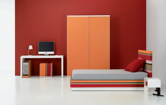 staq interior tineidjari obzavejdane cherveno stena garderob leglo oranjevo