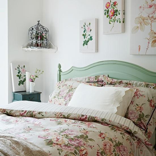 spalnq vintidj rozi interior charshafi obzavejdane leglo dekoraciq
