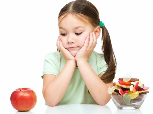 zdravoslovno hranene dete plod qbalka sladkishi