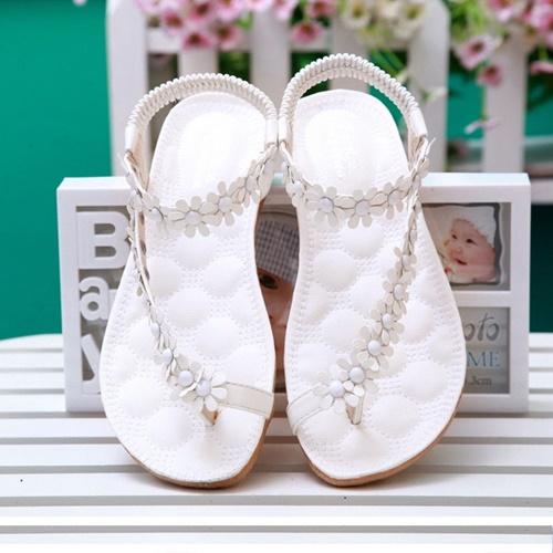 Бели сандали с цветя