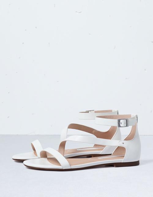 Минималистични бели сандали
