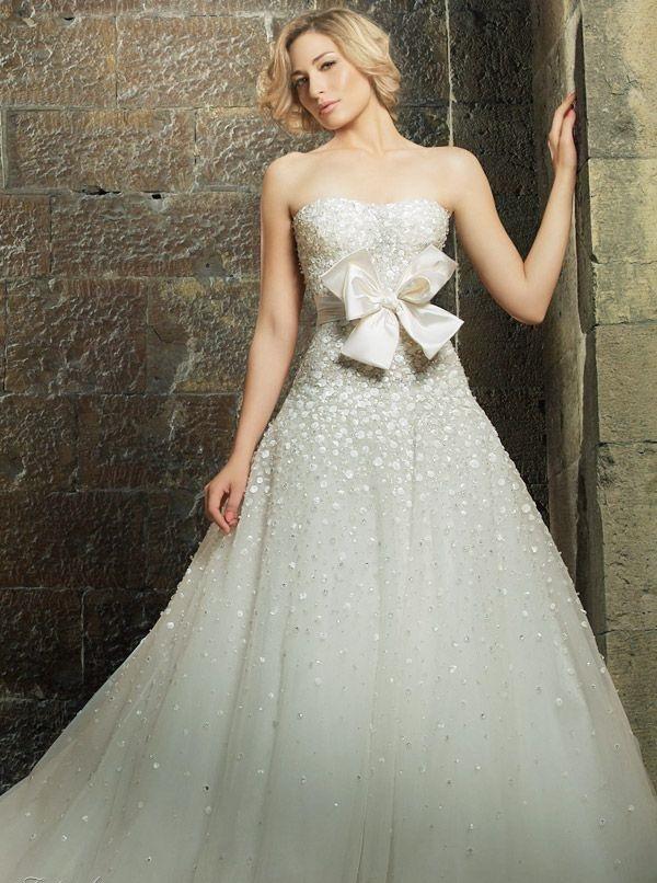 булчинска рокля с панделка отпред