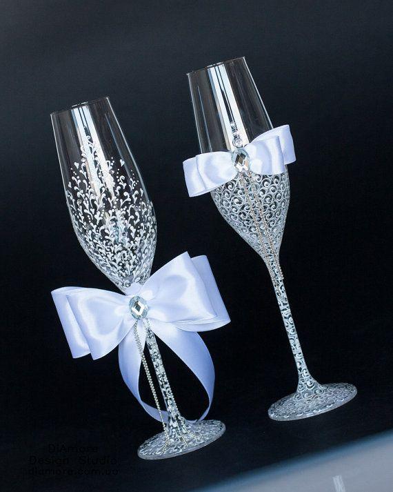 сватбени чаши с панделки