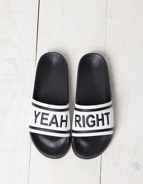 Нормкор чехли с надпис