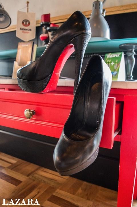 cherni obuvki na visok tok