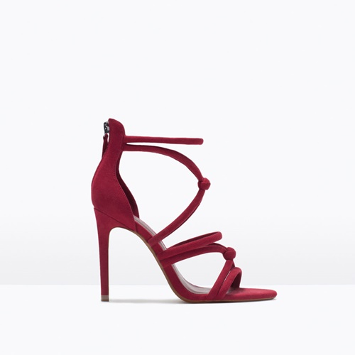 cherveni sandali na visok tok