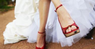 cherveni svatbeni obuvki