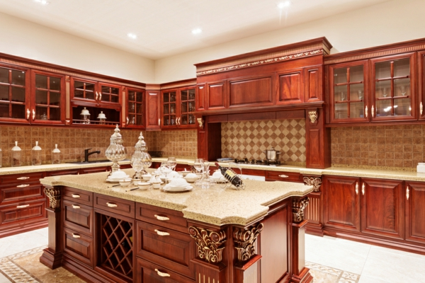 луксозен дизайн на кухня в дърво