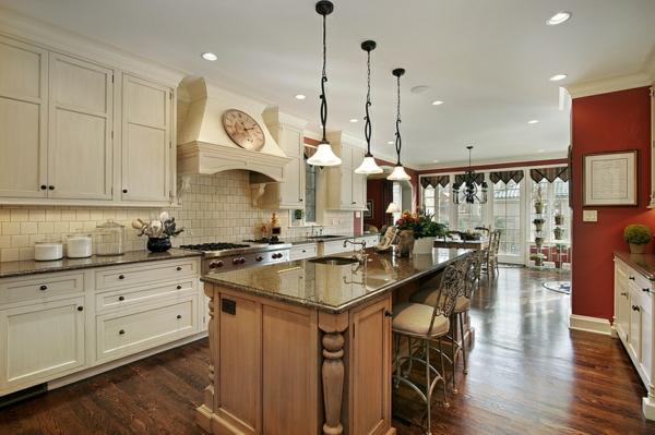луксозен дизайн на кухня в бяло