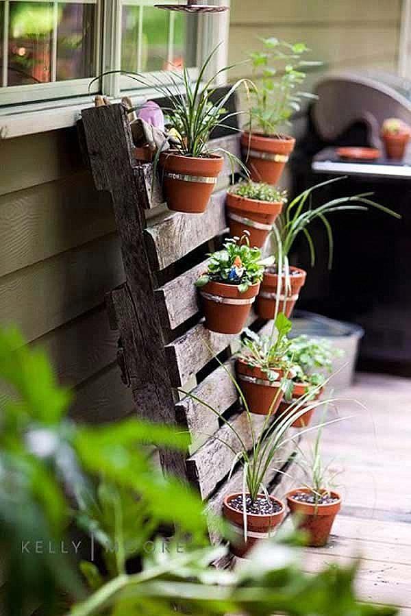 idei za dekoraciq na gradinata glineni saksii darven palet