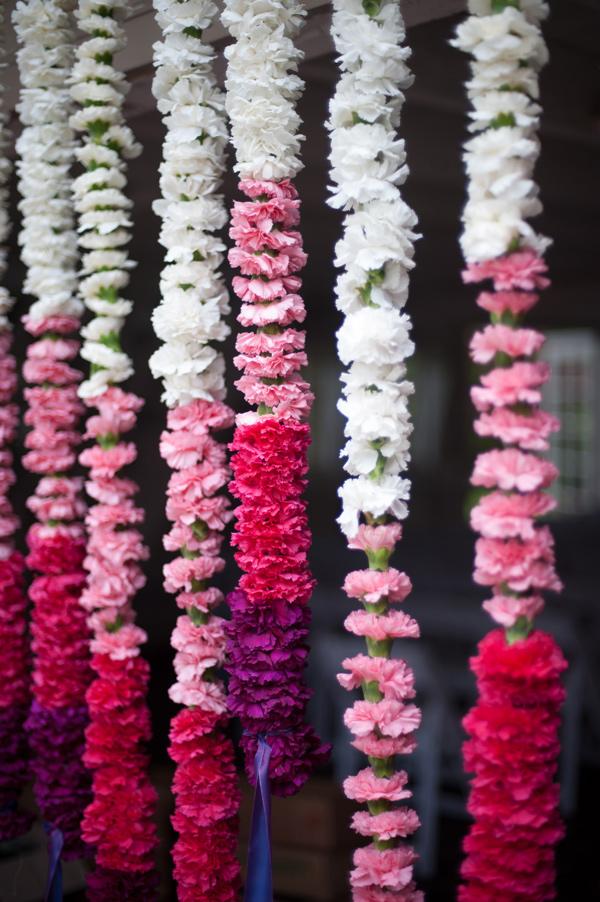 Идея за сватба в лилаво и розово декорация