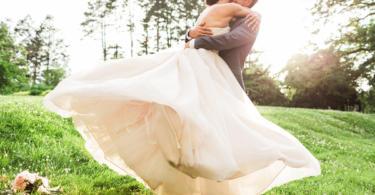 ideq za svatba v pastelni tonove na otkrito
