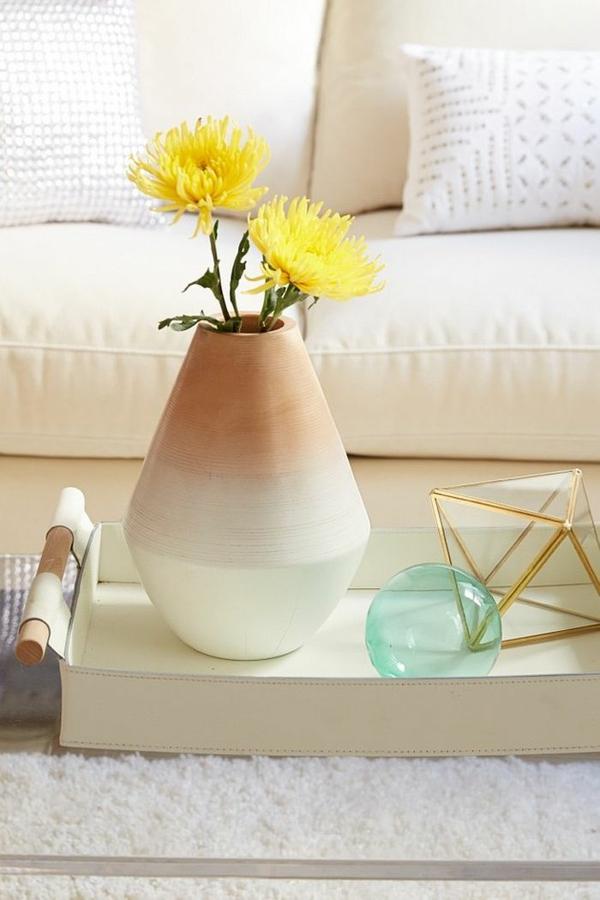 interior obzavejdane shabi shik stil vaza divan masa
