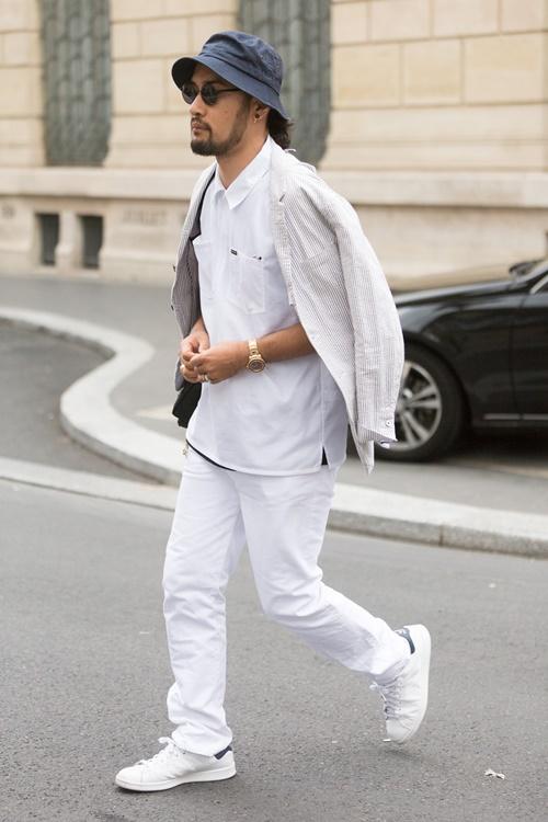 majki beli pantaloni beli kecove