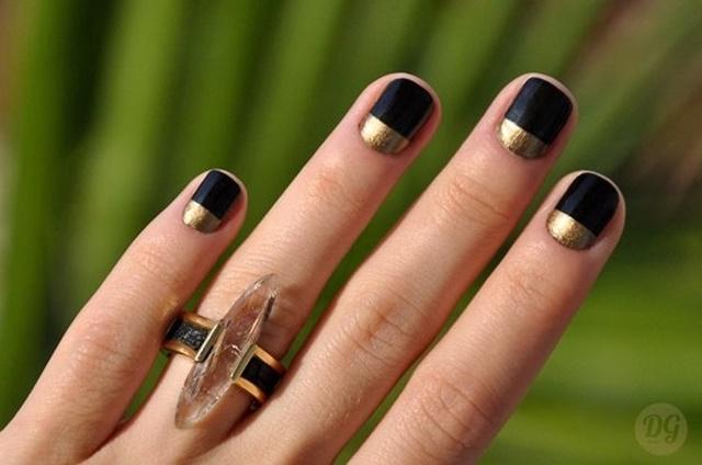 manikur cherno zlatno nokti