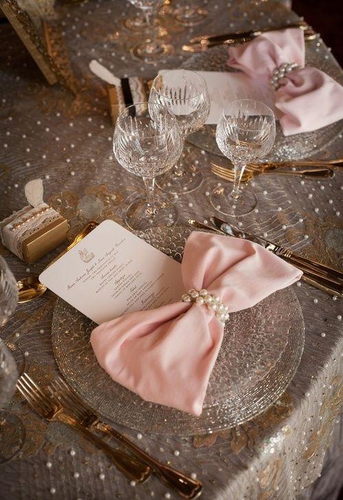 сватбена декорация на маса с панделки