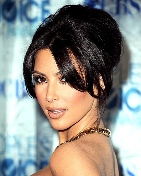 pricheski kim kardashian pribrana kosa