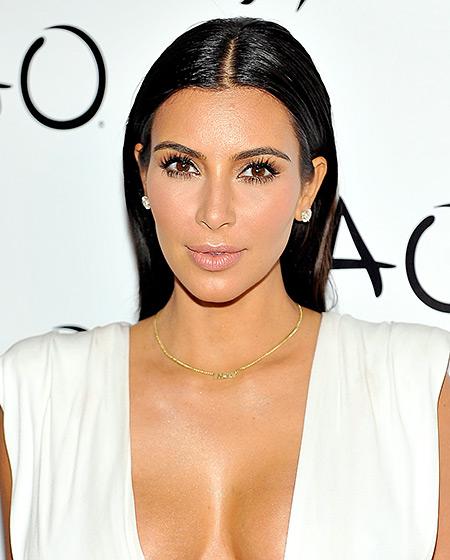 pricheski kim kardashian prigladena kosa