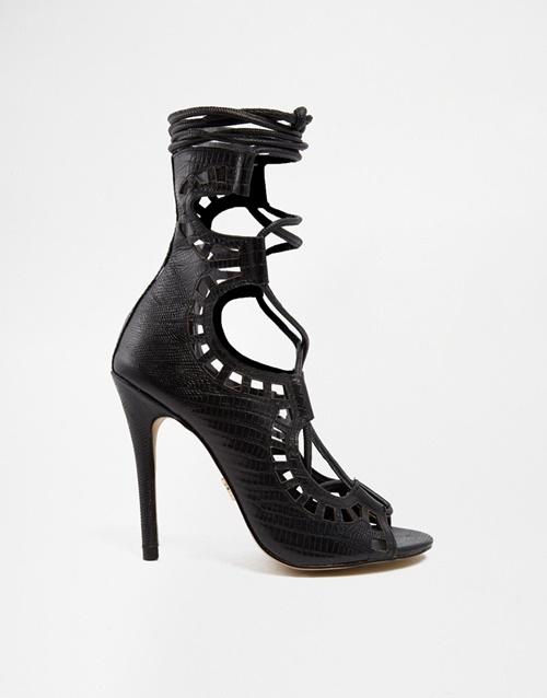 Черни сандали на висок ток