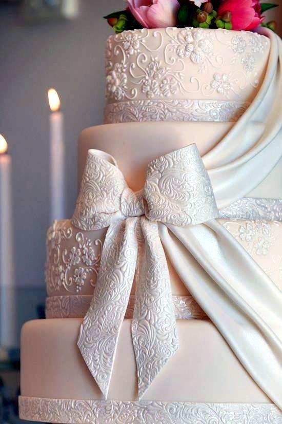 сватбена торта с панделка
