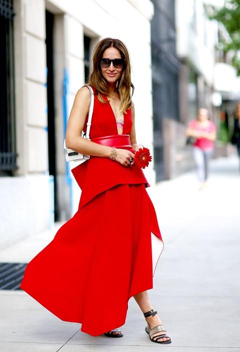 червена рокля асиметрична