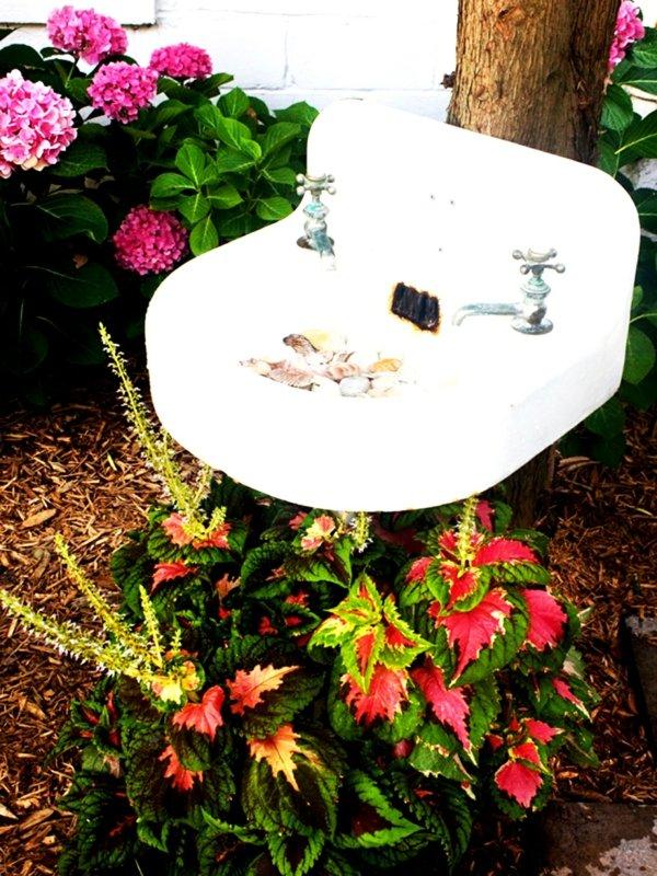 идеи-за-декорация-на-градина-цветя