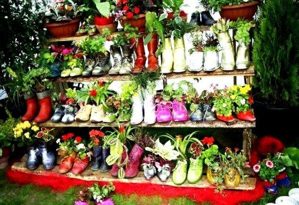 идеи за декорация на градина цветя в обувки