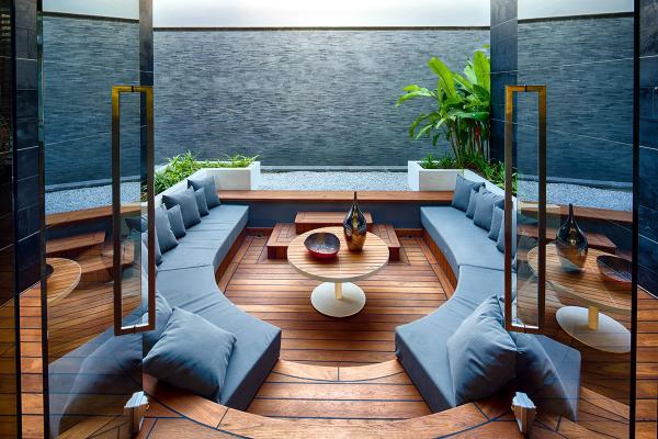 идеи за дизаин на хол интериор дървен под