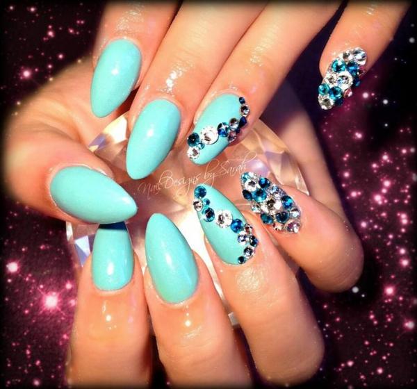 идеи-за-остри-нокти-синьо-камъчета