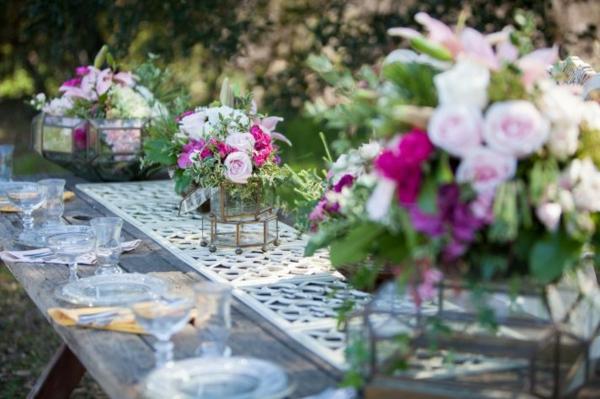 идеи сватбена украса маса цветя