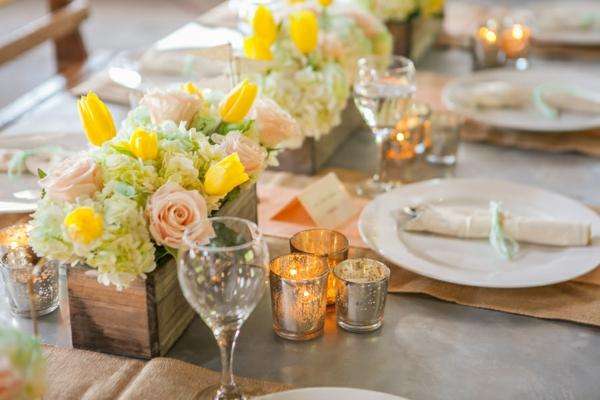идеи сватбена украса маса цветя свещи