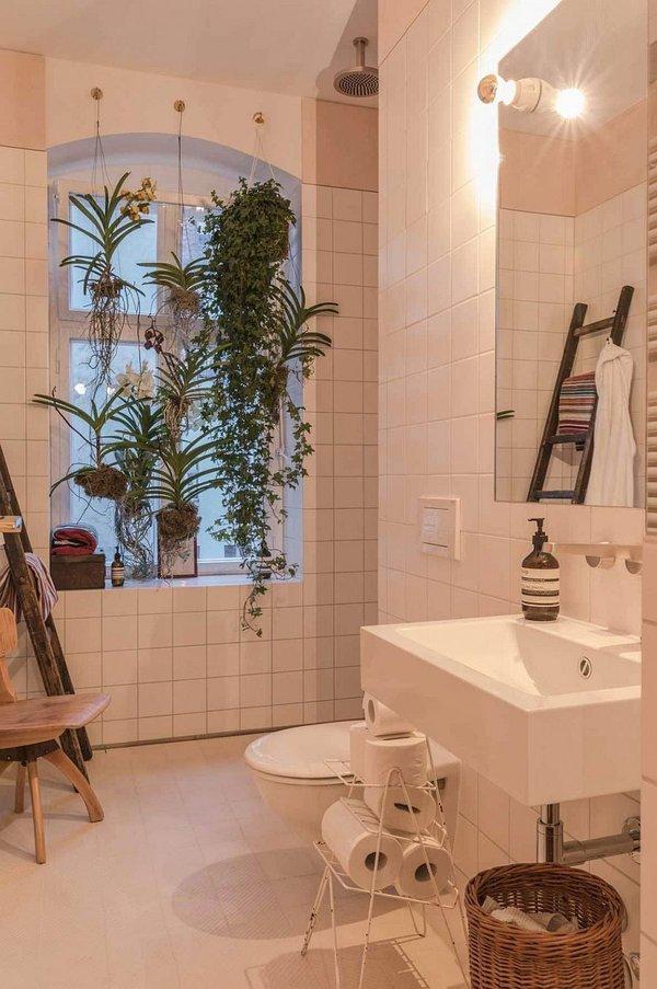 идея за малък апартамент дизайн баня плочки бяло растения