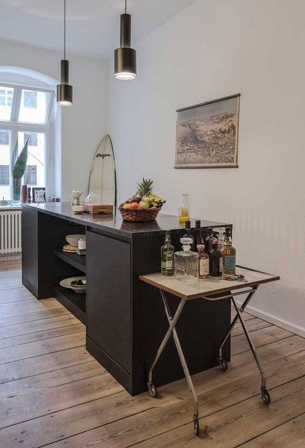 идея за малък апартамент интериор дизайн маса черно полилей метал